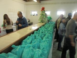 Câmara de Santa Cruz Presenteia Funcionários com Cabaz de Natal